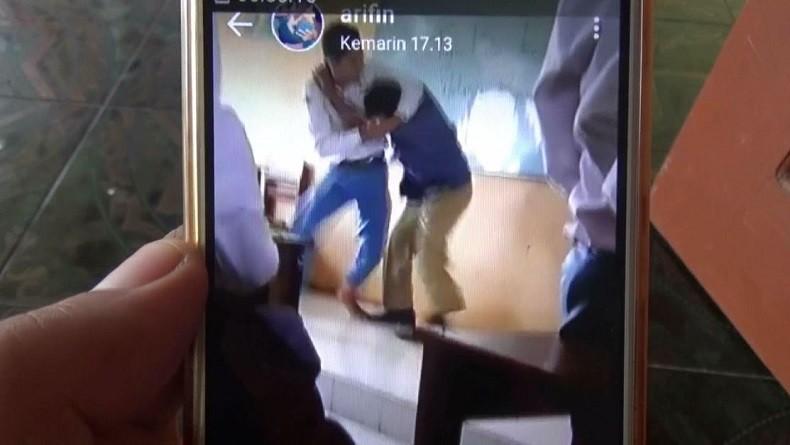 Viral, Video Guru dan Murid SMA Baku Hantam Dalam Kelas di Bojonegoro