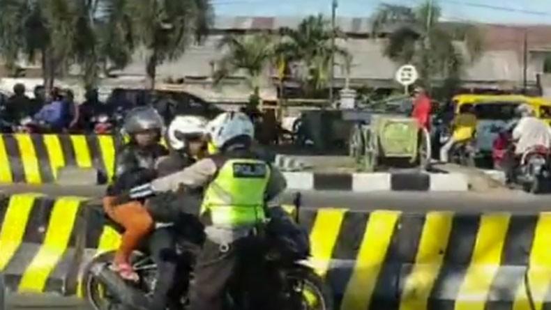Langgar Lalu Lintas, Pengendara Motor di Sidoarjo Bisa Ditilang Polisi Patung