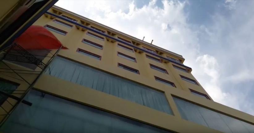 Jatuh dari Lantai 8, Putri Pemilik Hotel Bintang 4 di Balikpapan Tewas