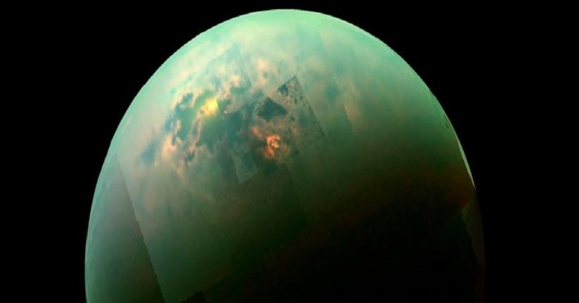 Kristal Asing Kemungkinan Ada di Danau Bulan Saturnus