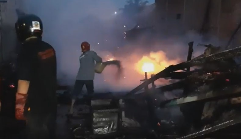 4 Warung Ludes Terbakar di Pekalongan, Diduga Akibat Tabung Gas Bocor