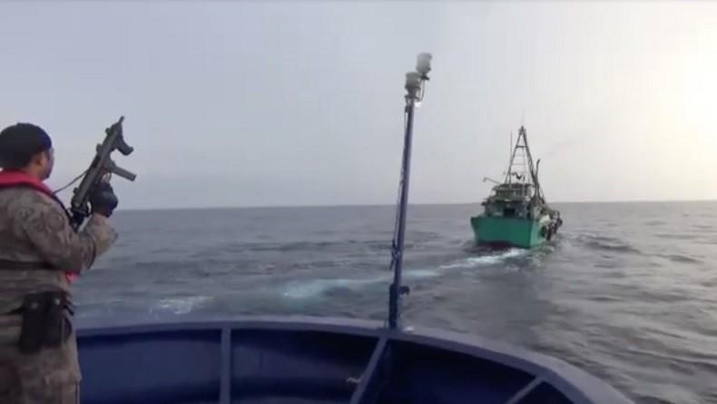 KKP dan Bakamla Tangkap 6 Kapal Ilegal Vietnam, Diwarnai Perlawanan