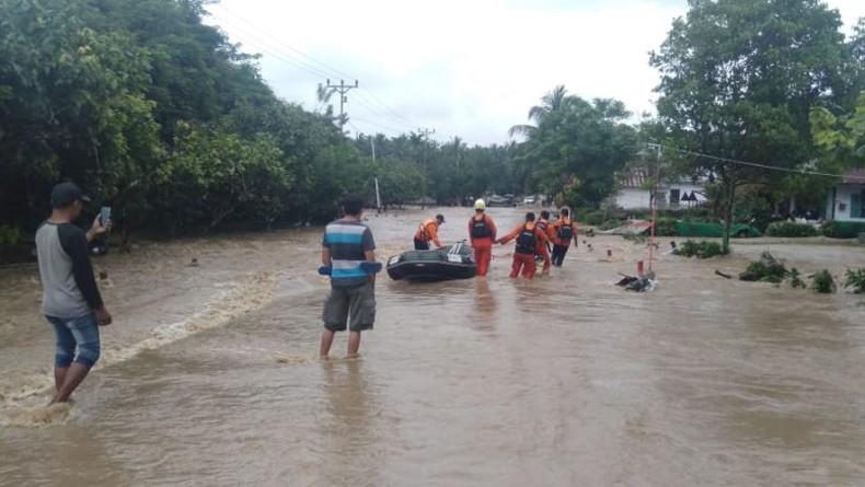 Banjir Besar Landa Banggai Sulteng, 1.450 KK Terdampak dan 2 Jembatan Rusak