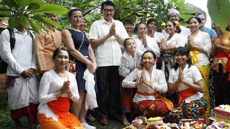 Masyarakat Bali di Berlin Rayakan Galungan di Taman Garten der Welt
