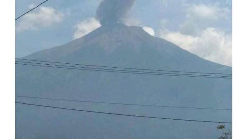 Gunung Kerinci Erupsi, Semburkan Kolom Abu Setinggi 800 Meter