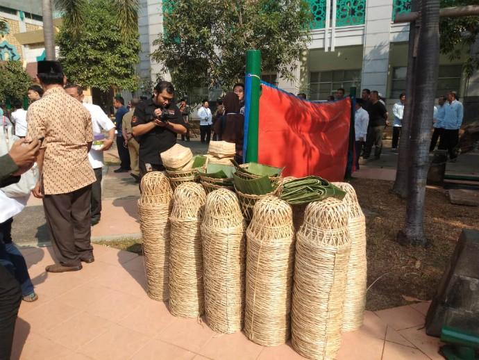 Pasar Jaya Siapkan 20.000 Besek Bambu untuk Daging Kurban