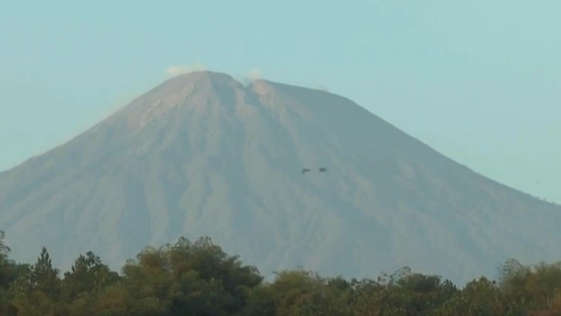 Gunung Slamet Terus Dilanda Gempa Tremor Hingga 300 Kali, Status Bisa Dinaikkan