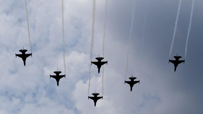 Latihan Peringatan HUT RI, Pesawat Tempur TNI Seliweran di Langit Jakarta