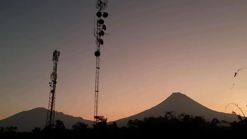 Gunung Merapi Luncurkan Awan Panas Sejauh 950 Meter Rabu Pagi