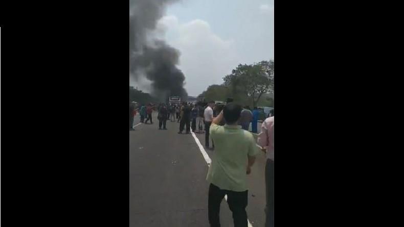Kecelakaan Beruntun di Cipularang, Warga Bantu Proses Evakuasi Korban