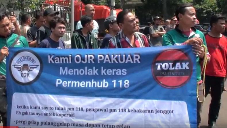 Ratusan Driver Online Demo di Gedung Sate Bandung Tolak Permenhub 118