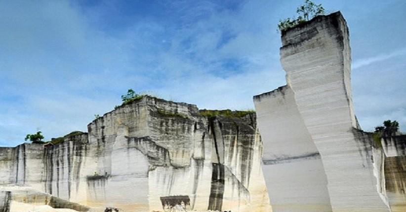 Terpikat Keindahan Bukit Kapur di Sumenep, Pahatan Batunya Terlihat Unik