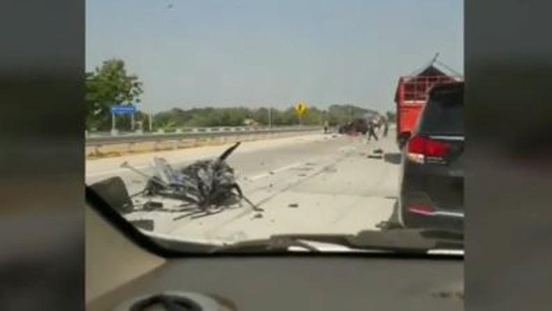 Kecelakaan Maut Innova Tabrak Truk Tronton di Tol Gempol-Pasuruan, 2 Orang Tewas
