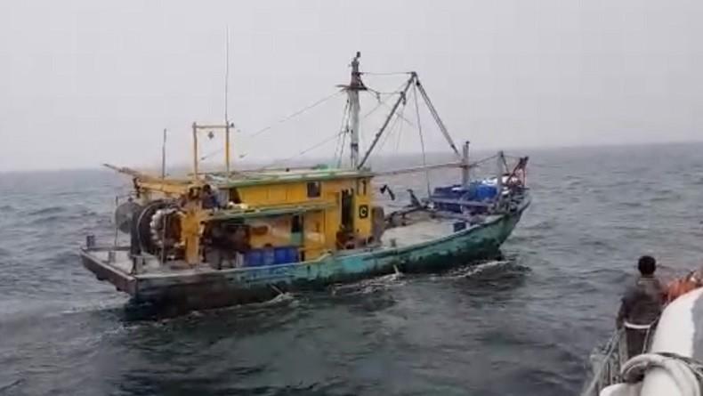 KKP Tangkap Kapal Pencuri Ikan asal Malaysia dan 5 ABK di Perairan Selat Malaka