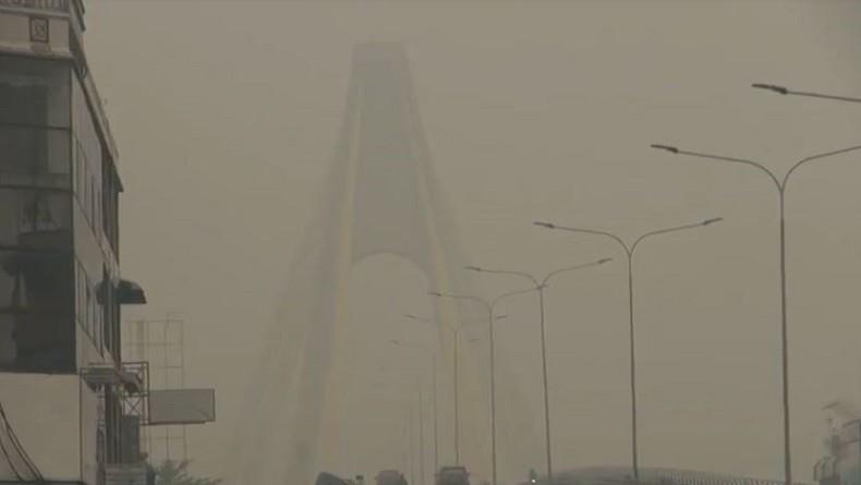 Gara-gara Kabut Asap Makin Pekat di Pekanbaru, Jembatan Siak IV Seperti Hilang