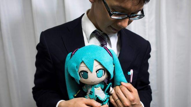 Kisah Pengakuan Pria Jepang yang Menikah dengan Karakter Anime