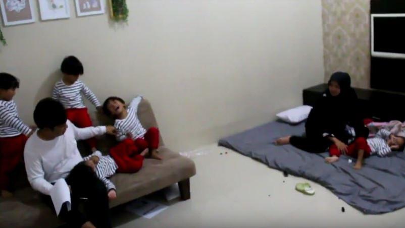 Kisah Habibie dan Lely Mengasuh 5 Anak Kembar Bernama Inisial AIUEO di Cirebon