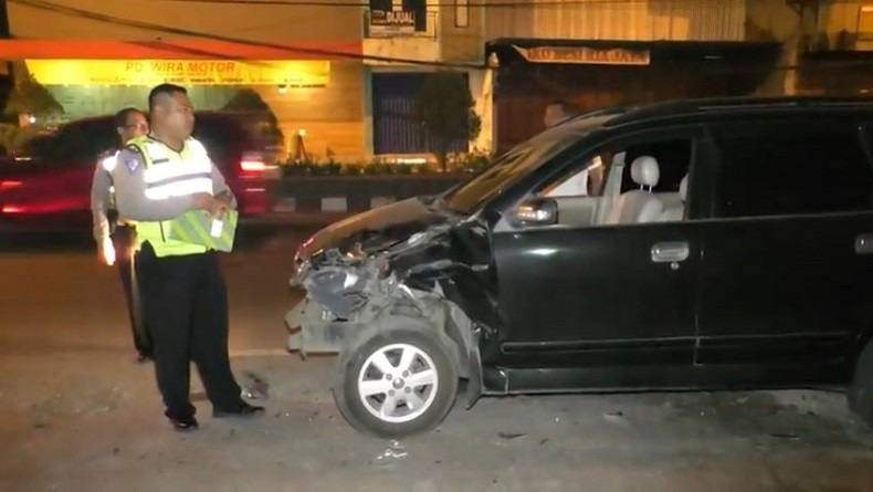 Taksi Online di Cilegon Banten Ditabrak Pengemudi Mobil Mabuk saat Sedang Parkir