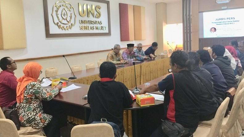 UNS Anugerahkan Gelar Doktor Kehormatan pada Panglima TNI Hadi Tjahjanto