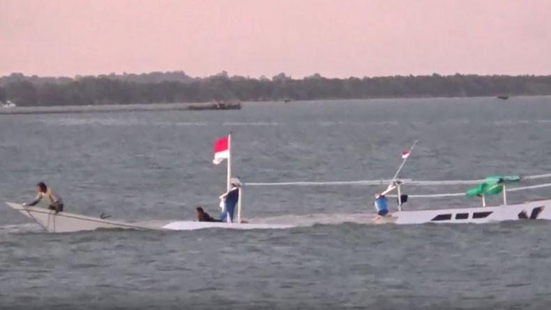 Perahu Nelayan Bawa 21 Penumpang Tenggelam di Teluk Bone, 1 Orang Tewas