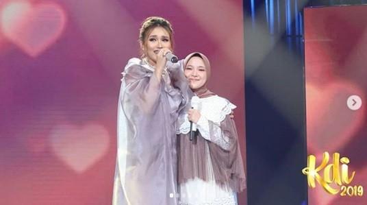 Nyanyikan Muara Kasih Bunda di KDI 2019, Ayu Ting Ting Terharu Duet Bareng Nissa Sabyan