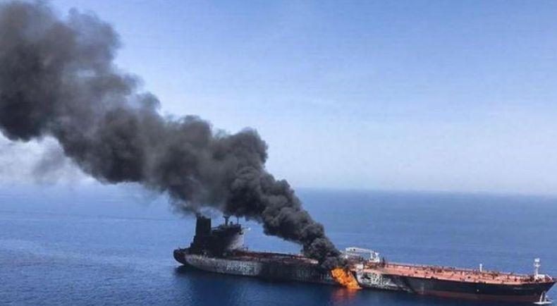 Kapal Tanker Iran Meledak di Lepas Pantai Saudi, Minyak Tumpah ke Laut Merah