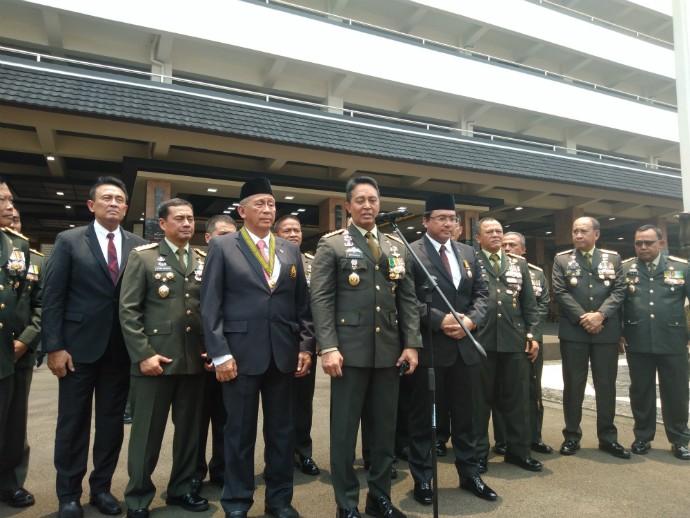 KSAD Jenderal Andika Beri Tanda Kehormatan Bintang Kartika Eka Paksi kepada Dua Pejabat BPK