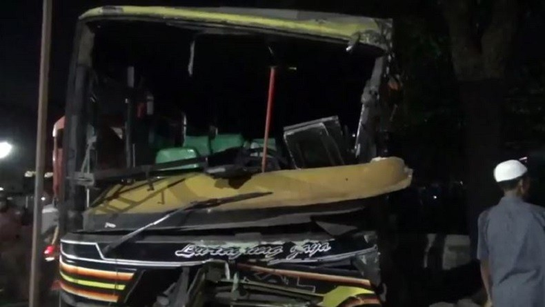 Bus PO Luragung Jaya Tabrak 3 Mobil dan 5 Motor di Kuningan, 12 Korban Luka-luka