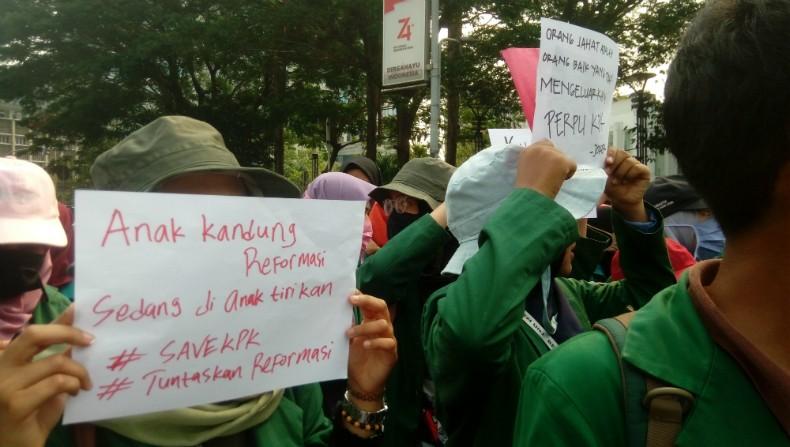 Mahasiswa Demonstrasi Desak Jokowi Terbitkan Perppu KPK