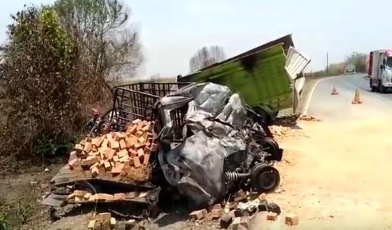 Kronologi Kecelakaan Maut Pikap Granmax Tabrak Truk di Lampung Tengah yang Tewaskan 6 Orang