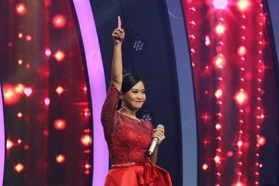 Live Round The Voice Indonesia, Belinda Bawakan Candu Asmara Bikin Coach Isyana Berjoget