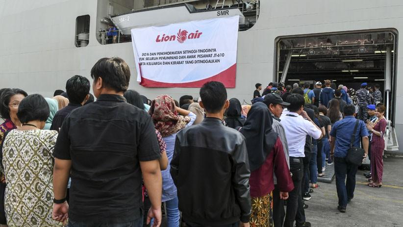 Setahun Lion Air JT610 Jatuh, Keluarga Korban Tabur Bunga di Perairan Karawang