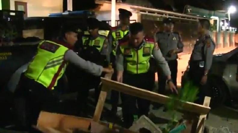 Massa Pendukung 2 Calon Kades di Cirebon Nyaris Bentrok akibat Berita Hoax
