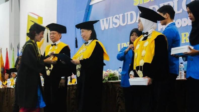 Unriyo Wisuda 605 Lulusan Siap Kerja dan Kompeten, 3 di Antaranya Warga Negara Asing