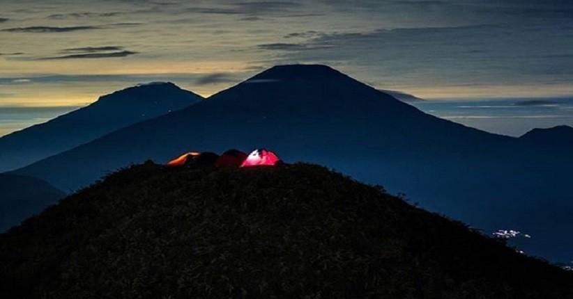 Spot Terbaik Menikmati Alam Dieng, di Puncak Prau Bisa Lihat 5 Gunung Megah