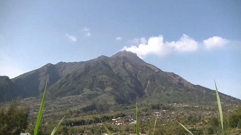 Gunung Merapi Letuskan Awan Panas, Hujan Abu Tipis Muncul di Magelang dan Boyolali