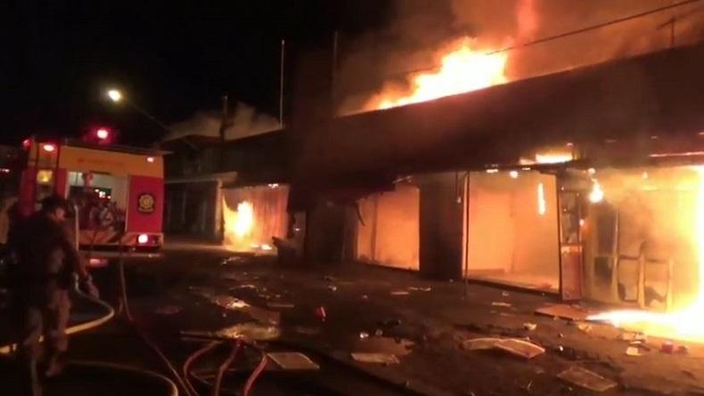 Pasar Ngunut di Tulungagung Terbakar Hebat, 800 Kios Habis Dilalap Api