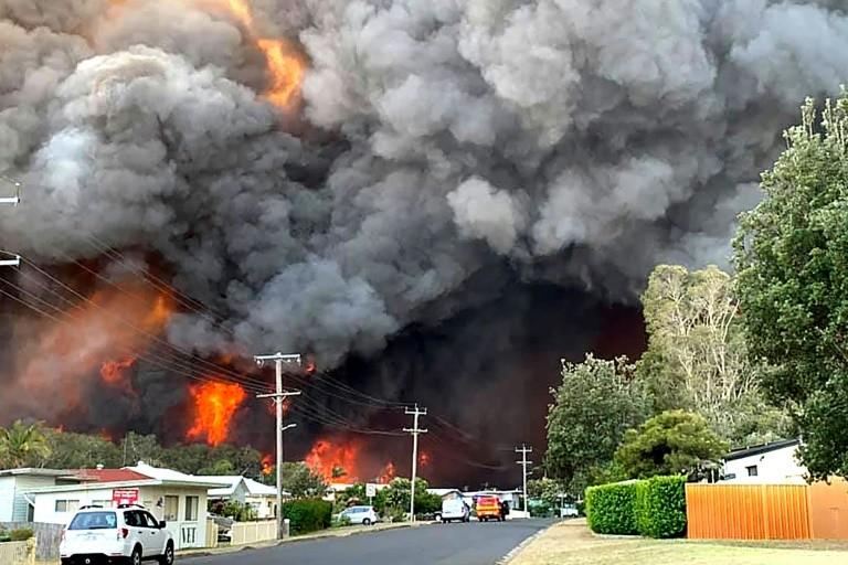 Kebakaran Semak di Australia: 2 Orang Tewas dan 100 Rumah Hancur