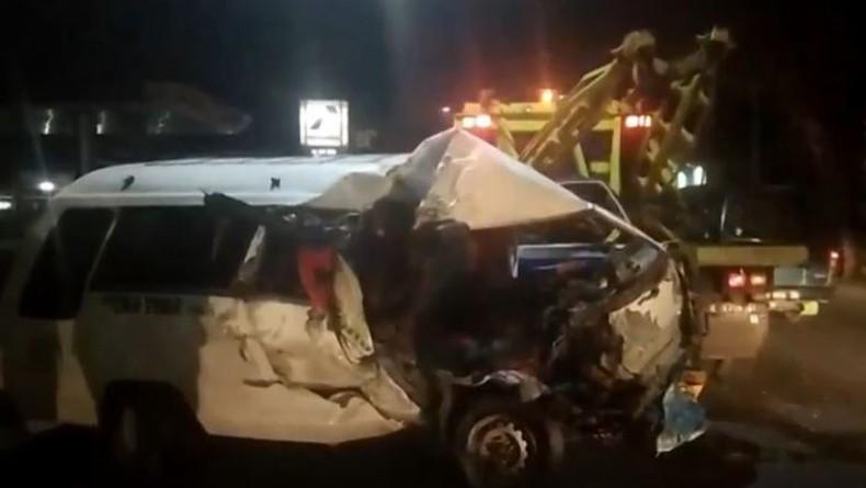 Minibus Tabrak Truk Muatan Batu di Pematangsiantar, Sopir Tewas, 6 Penumpang Terluka