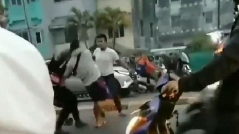 Viral Video 2 Anggota TNI dan Polisi Adu Jotos di Jalan Raya Palembang karena Salah Paham