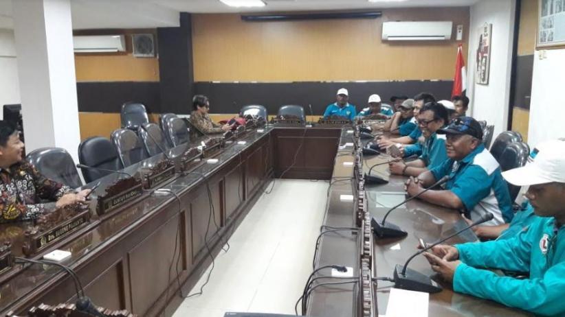 BBM Jenis Solar Langka, Perwakilan Sopir Trailer Mengadu ke DPRD Jatim