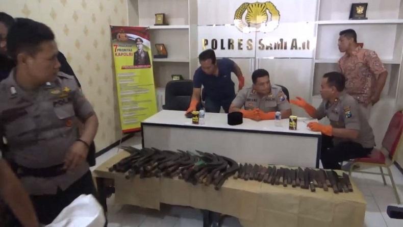 Pilkades Serentak di Sampang Sempat Ricuh, Polisi Sita Ratusan Senjata Tajam dan Senpi
