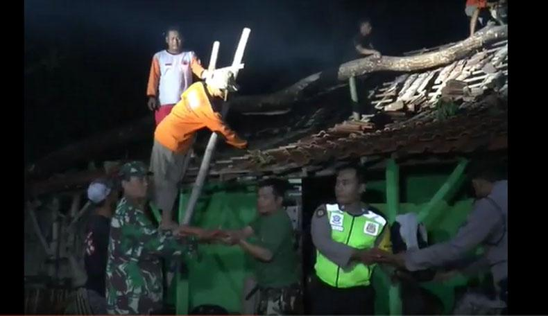 Hujan Es Disertai Angin Kencang Terjang 4 Desa di Klaten, Belasan Rumah Rusak