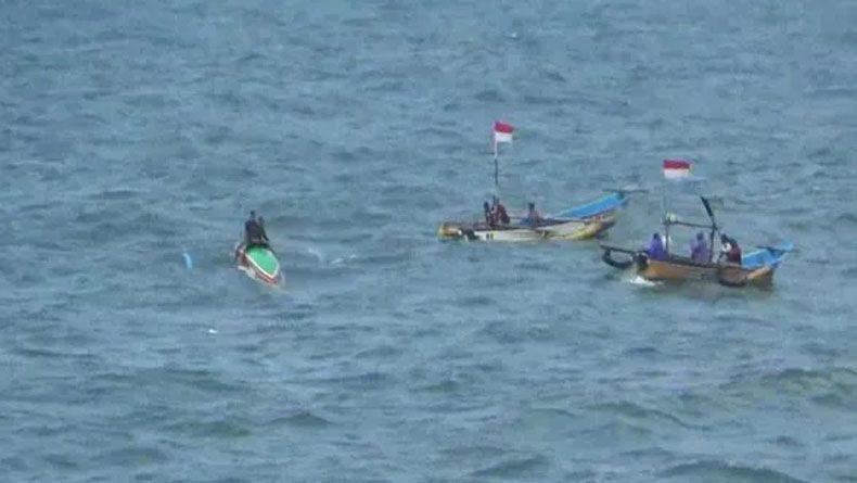 Perahu Terbalik Dihantam Ombak di Gunungkidul, Bapak dan Anak Hilang