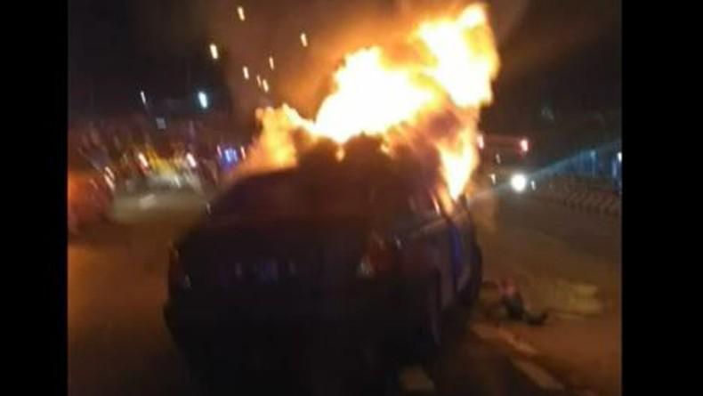 Bak Film Laga, Polisi di Cirebon Kejar dan Tembak Mobil DPO Curas hingga Terbakar
