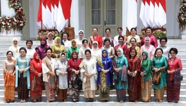 Kampanye Cegah Stunting, Para Istri Menteri Gelar Jalan Sehat