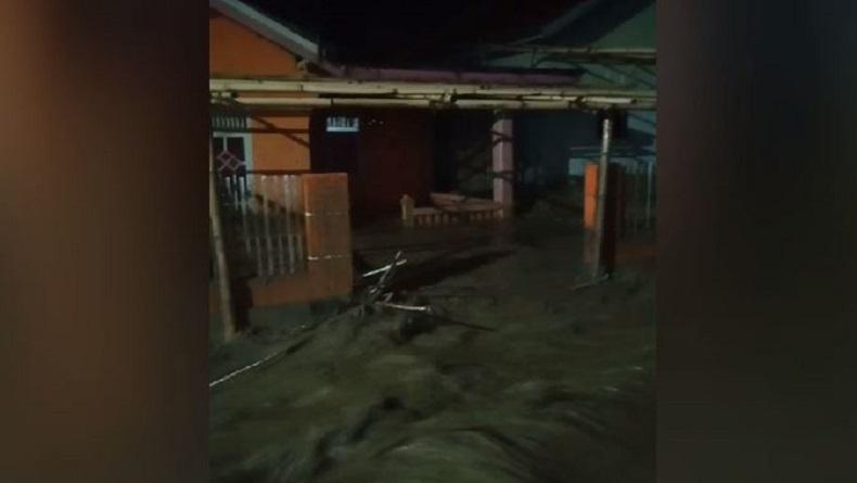 Banjir Bandang di Desa Balapapu Sigi Tewaskan Ayah dan Anak, Ratusan Warga Dievakuasi