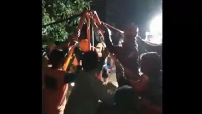 Tragis, Bapak dan Menantu Tewas Tertimpa Mesin Diesel saat Bersihkan Sumur di Ngawi