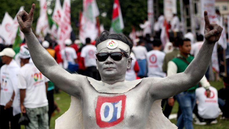 Usai Kampanye di Temanggung, Simpatisan Jokowi Bersih-Bersih Sampah