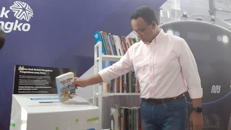 Hari Literasi Internasional, Anies Akan Lengkapi Stasiun MRT dengan Rak Buku
